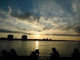 quietud y puesta de sol foto