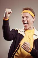 entrenador de gimnasio retro animando a su equipo