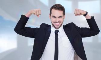 Imagen compuesta de feliz hombre de negocios en traje animando