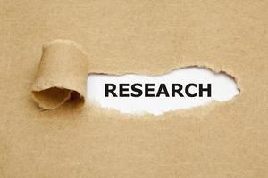 concepto de investigación de papel rasgado foto
