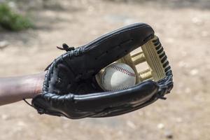 Béisbol en cuero guante de béisbol foto