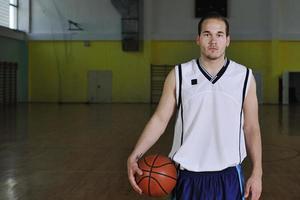 Retrato de hombre de baloncesto foto