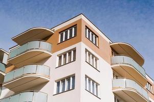 nuevo edificio residencial con espacio de copia foto