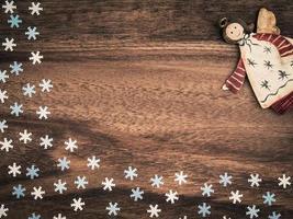 Kerstmis, papier sneeuwvlokken, engel, achtergrond hout, kopieer ruimte