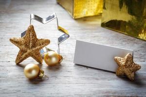 Bodegón de Navidad en madera, tarjeta de lugar, espacio de copia foto