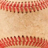 Detalle macro de béisbol desgastado foto