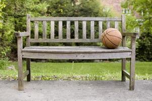Baloncesto en un banco en Indiana. foto