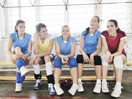 meninas jogando vôlei jogo indoor