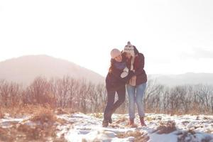 amigos se divertindo na neve