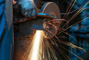 sciage de métal se bouchent
