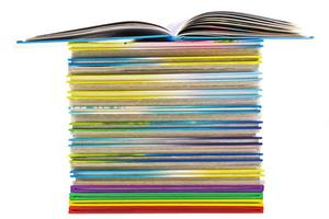 pila de libros delgados
