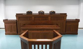 tribunal de ley tailandés de madera foto