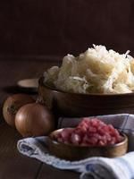 Sauerkraut in einer Holzschale photo