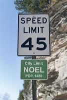 señal de límite de la ciudad de noel