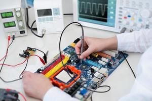 pruebas tecnológicas de equipos electrónicos foto