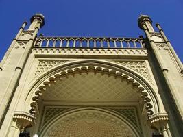 Cerca de la fachada sur, el palacio Vorontsov, Alupka, Crimea