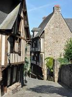 calle medieval en dinan foto