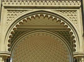 fachada sur del palacio vorontsov, alupka, crimea