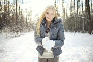 hermosa joven rubia adolescente foto