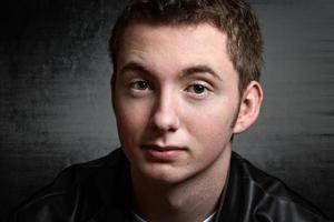 Retrato de grunge de chico adolescente