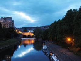 puente de Pulteney en la noche foto