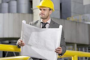 ingénieurs industriels sur site