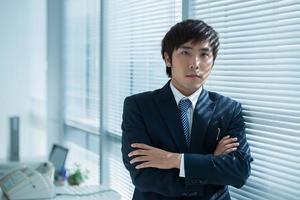 gerente asiático confidente foto
