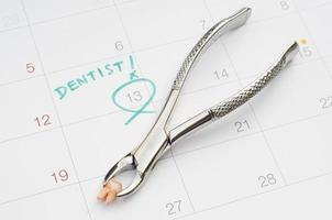 Note of dentist appointment on calendar, extraction of tooth