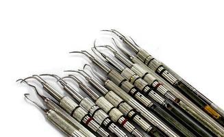 muchas herramientas dentales foto