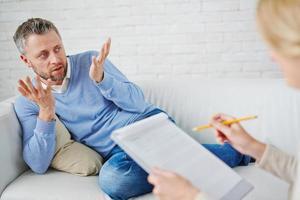 parlando con lo psicologo