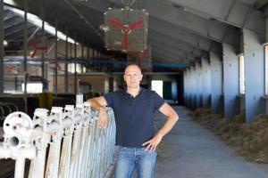 éleveur mâle dans une ferme