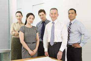 cinco colegas de trabalho