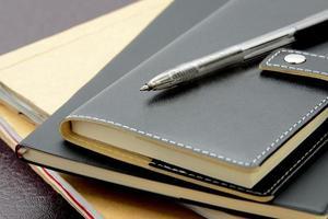 artículos de negocios, lentes, bolígrafo y organizador personal foto