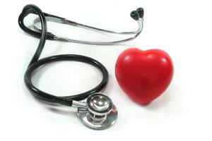estetoscopio con corazón rojo foto
