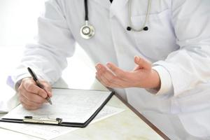 Doctor explaining for patient