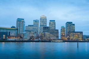 Oficina de negocios de rascacielos, edificio corporativo en Canary Wharf, Londres, Inglaterra,