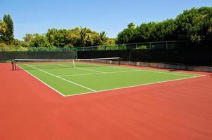 Wide view of an empty tennis court photo