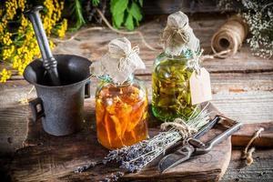tintura casera en frascos como medicina natural