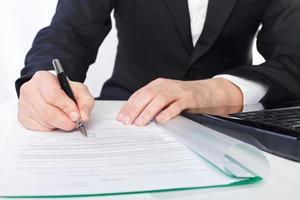assinando o acordo