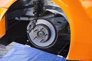 servicio de coche en neumático foto