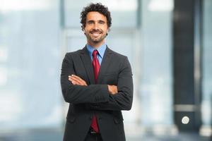 Retrato de hombre de negocios sonriente foto