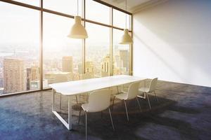 sala de conferências em um escritório panorâmico moderno