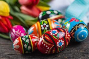 huevos de pascua pintados a mano tradicionales foto