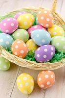 huevos de pascua y cestas foto