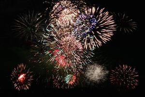 fuegos artificiales gran concentración de colores