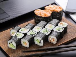 déjeuner de sushi rapide au bureau