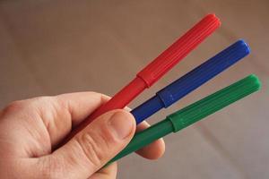 marcadores en mano