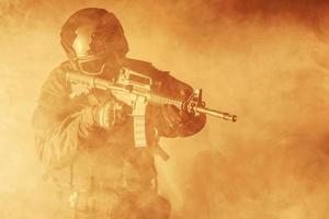 operaciones especiales especificaciones oficial de policía swat foto