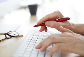 mãos no teclado