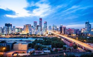 ciudad moderna con puesta de sol, beijing foto